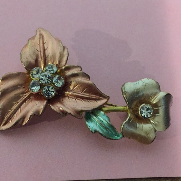 "Vintage brooch. 2 1/4"" floral"